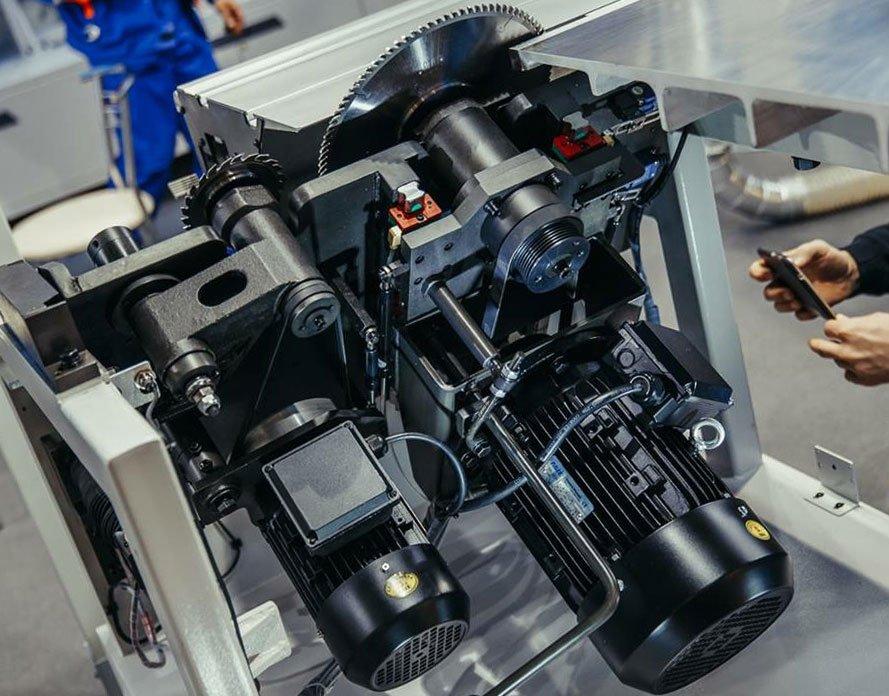 Пильный узел с отдельными двигателями