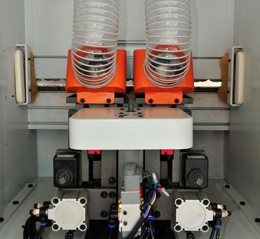 Прифуговочный узел станка для поклейки кромки