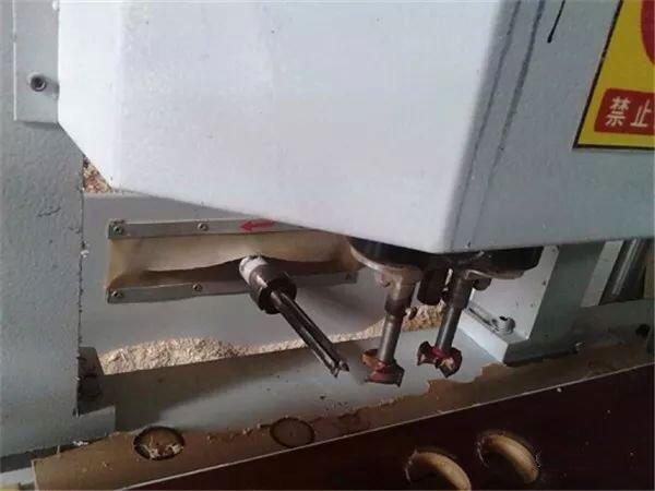 фреза под дверной замок в станке